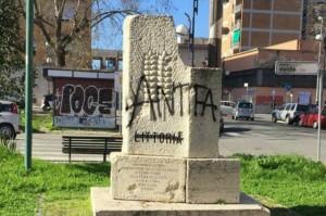 vandalismo-piazza-dante-696x463