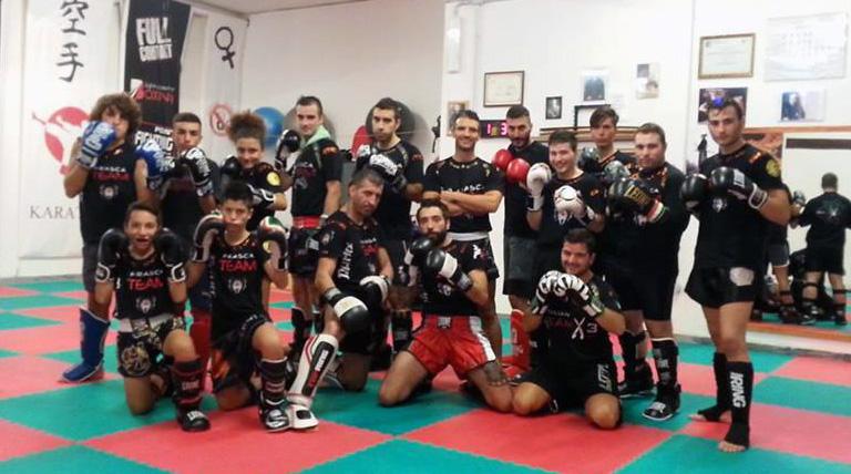 Tecniche della kickboxing al Palasport di Stoza